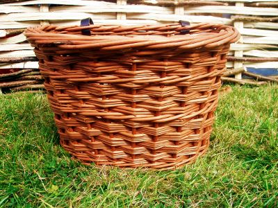 Adult's D-shaped cycle basket